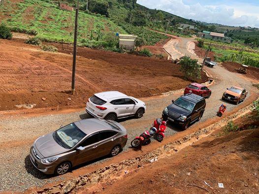 Khách hàng xem đất tại dự án KiWuKi Village