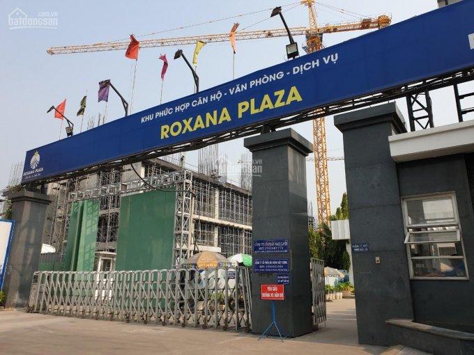 Cổng vào công trình xây dựng Roxana Plaza